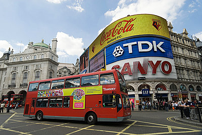 Piccadilly circus london - p9248103f by Image Source