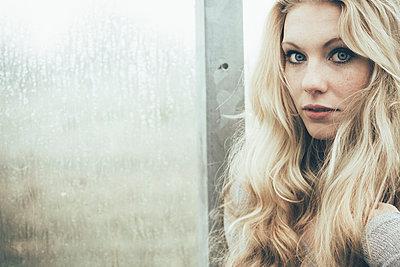 Blonde woman - p1076m951244 by TOBSN
