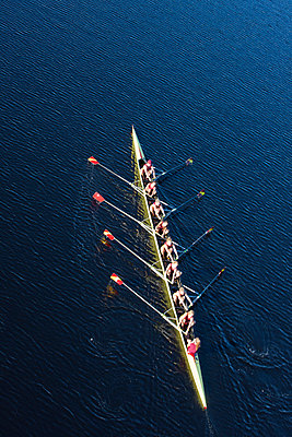 Elevated view of female's rowing eight in water - p300m975563f by zerocreatives