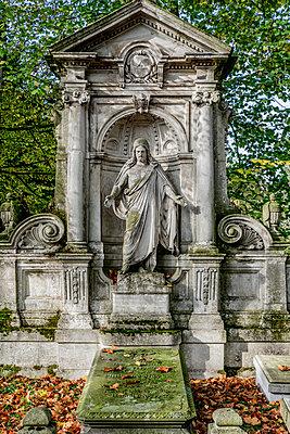 Gravesite with Jesus figure Melatenfriedhof Cologne - p401m2217519 by Frank Baquet