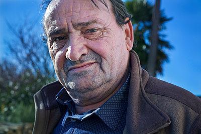 Porträt eines Mannes - p265m1502984 von Oote Boe