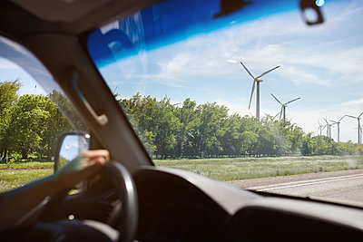 UK, Scotland, wind turbines seen from car - p300m2024170 by Arman Zhenikeyev