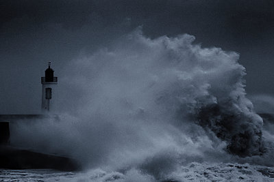 Surging billows on the coast - p910m1159400 by Philippe Lesprit