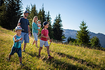 Family goes on a hike in the mountains, France - p1007m2219951 by Tilby Vattard