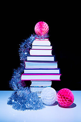 Books as christmas gift - p1149m2043369 by Yvonne Röder