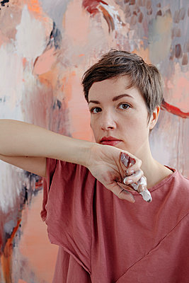 Portrait of a female painter in her studio - p300m2170697 by Oxana Guryanova