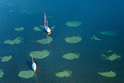 Sailing boats anchoring at Zell Lake - p300m884879 by Holger Spiering