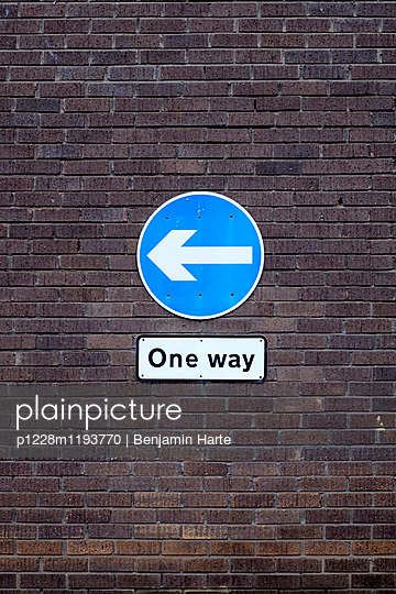 One way traffic sign - p1228m1193770 by Benjamin Harte