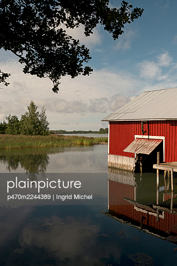 Altes Bootshaus in Finnland - p470m2244389 von Ingrid Michel