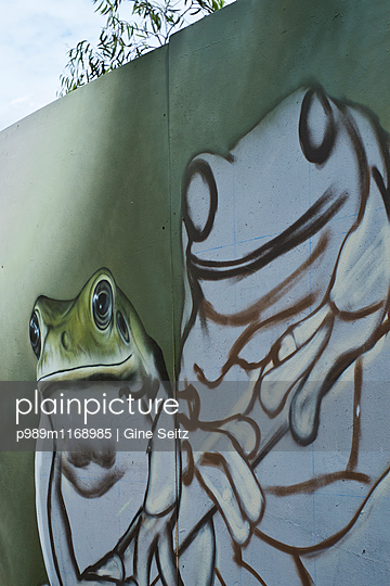 Straßenkunst - p989m1168985 von Gine Seitz