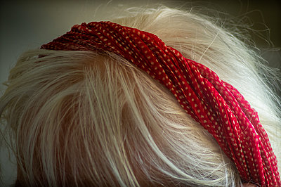 Woman with white hair and red hair band - p1418m2158783 by Jan Håkan Dahlström