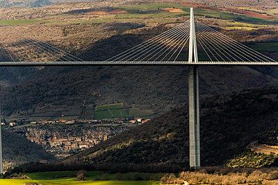 Viadukt von Millau Schrägseilbrücke - p910m1467820 von Philippe Lesprit