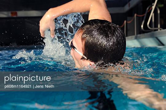 Schwimmen - p608m1164921 von Jens Nieth