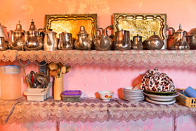 Traditional kitchen in a rural farm in Morocco - p1619m2192693 by Laurent MOULAGER