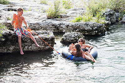 Young people with swimming ring have fun - p825m1442102 by Andreas Baum