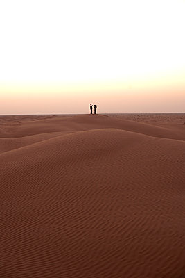 Two men in the Sahara - p548m911695 by Fred Leveugle