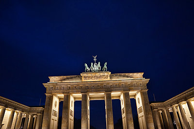 Brandenburg Gate - p1038m1514991 by BlueHouseProject