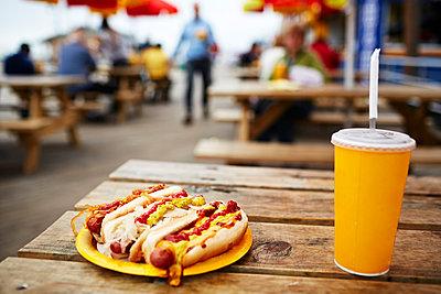 Hotdog - p584m960055 von ballyscanlon
