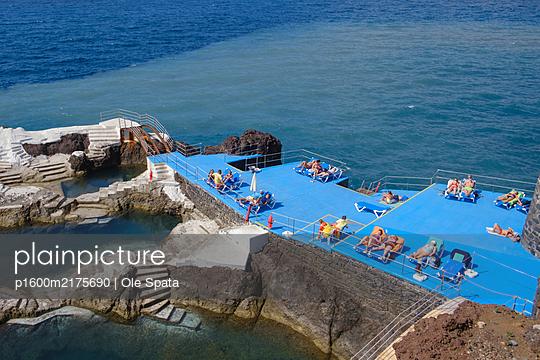 Portugal, Madeira, Sea water pool Doca do Cavacas - p1600m2175690 by Ole Spata