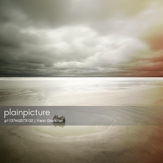 Einzelner Stein - p1137m2073132 von Yann Grancher