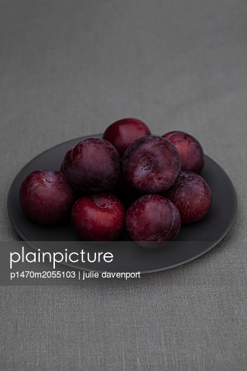 Plums on Plate - p1470m2055103 by julie davenport