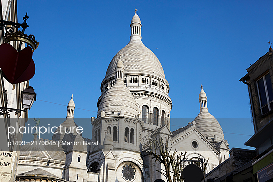 Sacre Coeur during Covid-19 quarantine - p1499m2179045 by Marion Barat