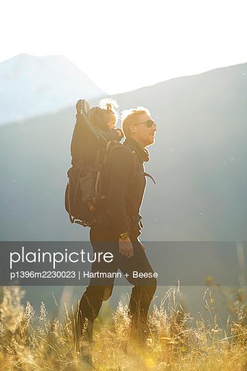 Wandern mit Kind - p1396m2230023 von Hartmann + Beese