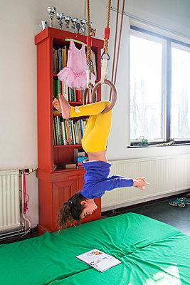 Girl reading upside down - p1231m2013519 by Iris Loonen