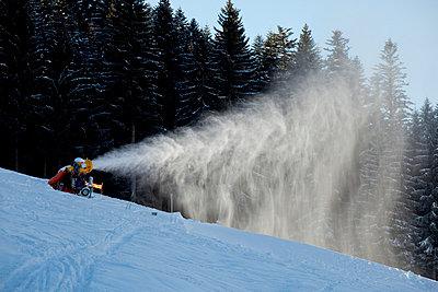 Snow machine at work - p8420006 by Renée Del Missier