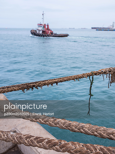 Rope in the harbour - p390m2032025 by Frank Herfort