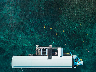Aerial view, Houseboat - p1108m2090356 by trubavin