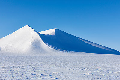 Winter landscape in Spitzbergen - p1203m1189793 by Bernd Schumacher
