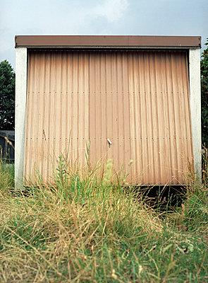 Broken garage - p8340050 by Jakob Börner