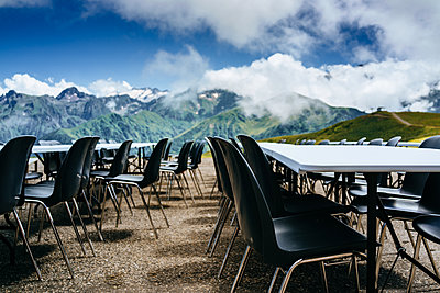 Conference table in mountains - p1053m1496841 by Joern Rynio