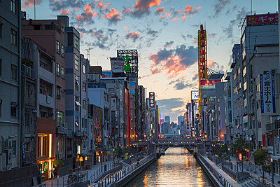 Dotombori at sunset, Osaka, Kansai, Japan, Asia - p871m993831 by Ian Trower