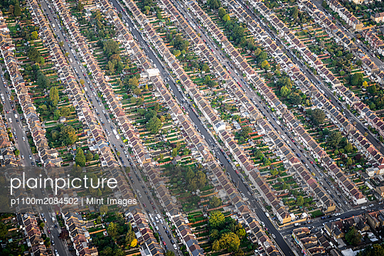 Aerial view of London cityscape, England,London, England - p1100m2084502 by Mint Images