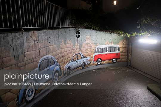 Graffiti, cars on the wall of underground parking - p229m2196488 by Martin Langer