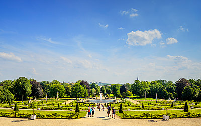 Germany, Brandenburg, Potsdam, Sanssouci Palace, Park with fountain - p352m1141755 by Werner Nystrand