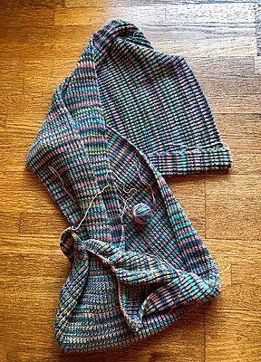 Knitting - p382m2184631 by Anna Matzen