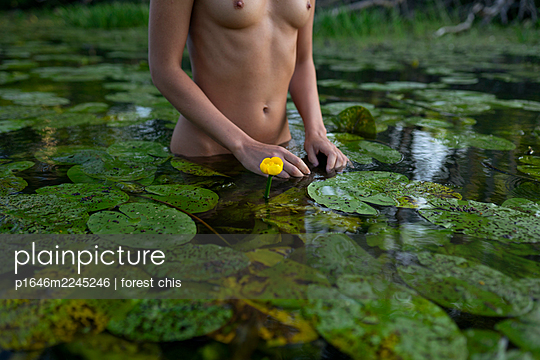 Russia, Naked woman bathing in a lake - p1646m2245246 by Slava Chistyakov