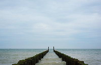 breakwater zeeland - p1132m1486824 by Mischa Keijser