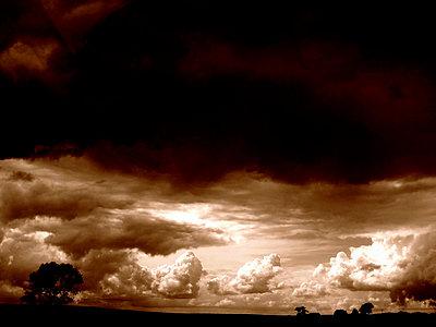 Landschaft mit Wolkenhimmel - p9791723 von Hetzer