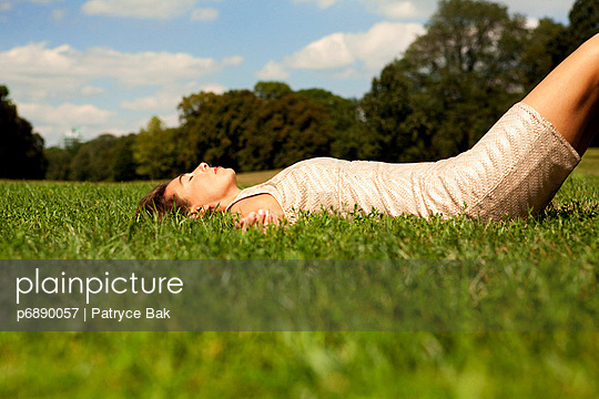 Auf dem Rücken liegen - p6890057 von Patryce Bak