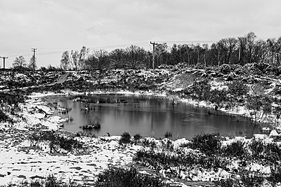 Small pond in the dead of winter - p1090m1558697 by Gavin Withey