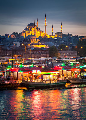 Turkey, Istanbul, view to Eminonu Harbor and Rustem Pasha Mosque and Suleymaniye Mosque - p300m1116685 by Matthew Dixon