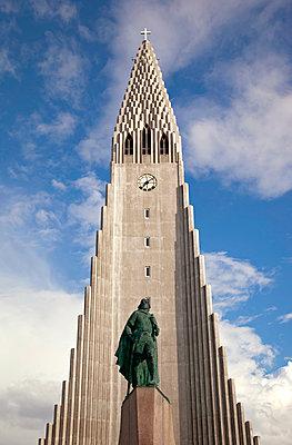 Hallgrímskirkja in Reykjavik - p382m1475236 by Anna Matzen