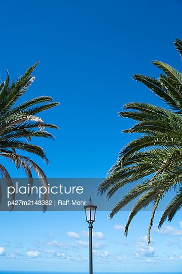 Blue Sky over La Palma - p427m2148382 by Ralf Mohr