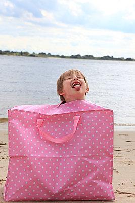 Child in a bag - p0452444 by Jasmin Sander