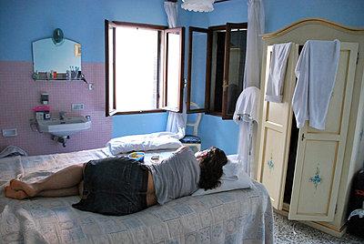 Hotel room - p4252538 by bildhaft