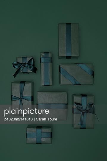 Green presents  - p1323m2141313 von Sarah Toure